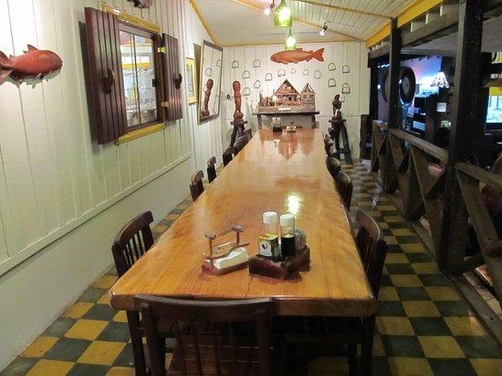 Foto de Casa do Joao, Bonito: Mesas com troncos de árvores - TripAdvisor