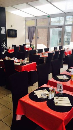 Auxerre, Francia: salle de restaurant