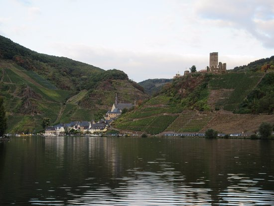 Hotel Haus Lipmann: View of Beilstein from the Mosel