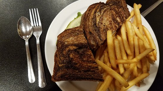 Creekside Restaurant: Rueben & fries. Silverware is indicative of the fanciness of the place.