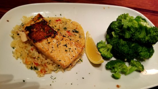 LongHorn Steakhouse: Grilled Salmon, Rice & Broccoli