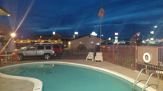 Route 66 Motel: Nice pool , I was here in October 2016