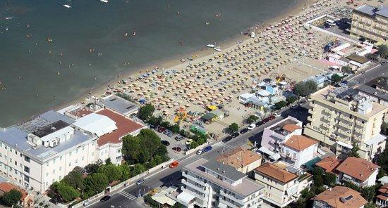 Province of Rimini, İtalya: panoramica di Viserbella, con la spiaggia 55