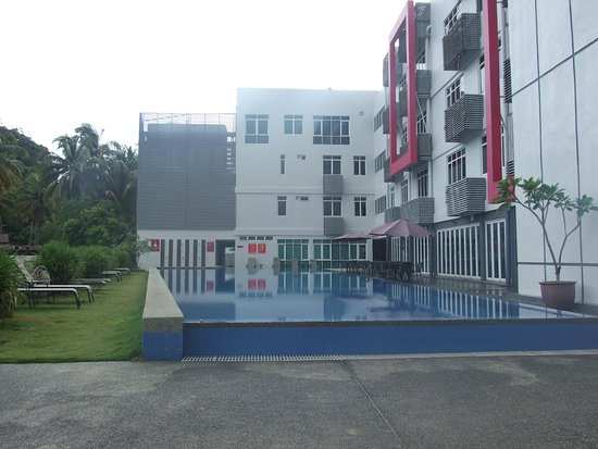 favehotel Cenang Beach - Langkawi: Pool deck, not very deep, but awesome when its hot.