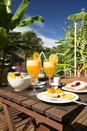 Dolphin Hotel: cafe da manha servido na varanda