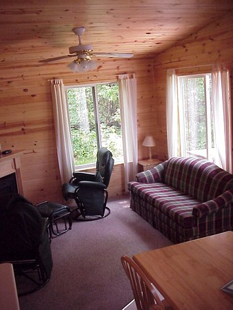 Merrifield, MN: Living room in Cabins 12 & 14