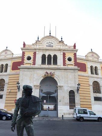 Plaza De Toros Almeriense : Photo de l'entrée de la place des taureaux