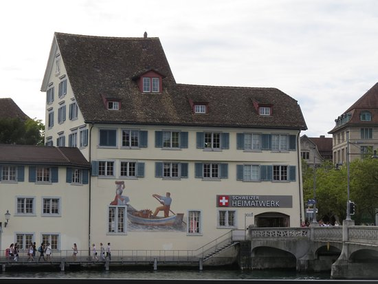 Swiss Craft Center: Convenient location