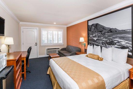 Super 8 Monterey / Carmel: 1 KING BED SUITE