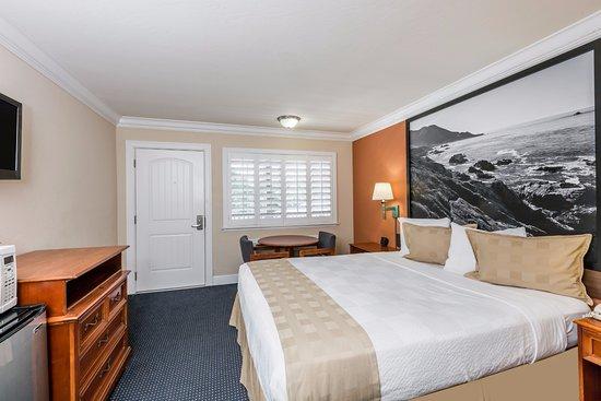Super 8 Monterey / Carmel : 1 KING BED