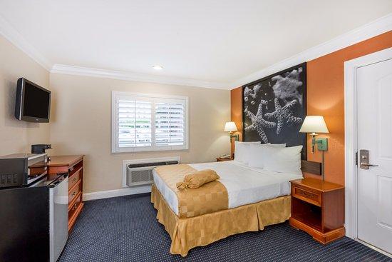 Super 8 Monterey / Carmel : 1 QUEEN BED