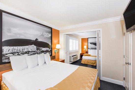 Super 8 Monterey / Carmel : 2 King 2 Bedroom Beds Suite