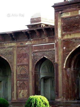 Tomb of Mariam Zamani: Ornamentation