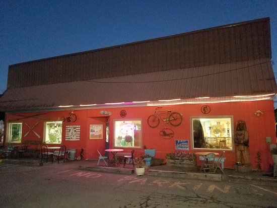 Green River Coffee Company: Early morning outside shot