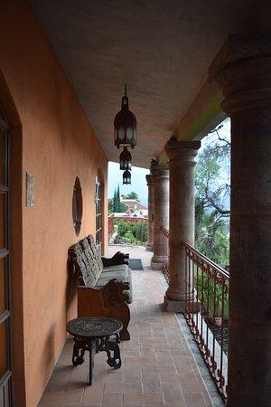 Casa Cordelli Villas : Balcony in between Sunrise and Sunset rooms