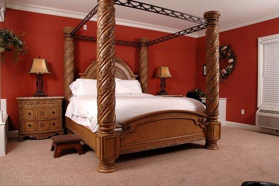Depot Inn & Suites: Victorian Suite