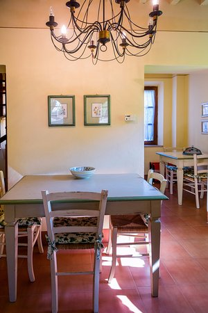 Sala da pranzo bild fr n poggio cornetto bibbona for Sala pranzo vecchia