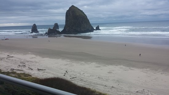 Hallmark Resort Cannon Beach: A view from the 3rd story balcony.