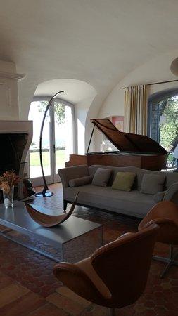 Domaine de L'Enclos : Un magnifique salon pour se retrouver après une journée de farniente
