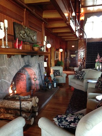 Dalvay, Kanada: the lobby fireplace