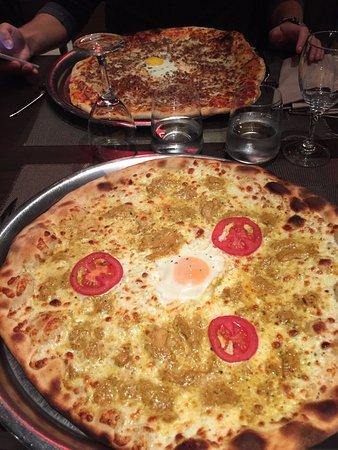 Marnes-la-Coquette, France: Pizzas indienne et italiano-américaine