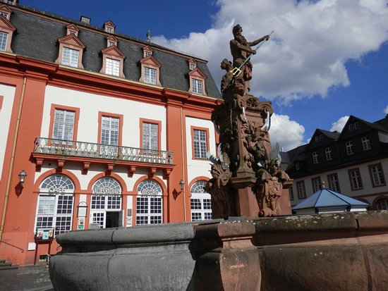 Kuchen Und Latte Cafe Bistro Altes Rathaus Weilburg