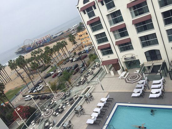 Loews Santa Monica Beach Hotel: Pool and pier view