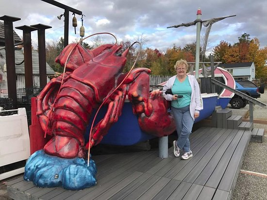 Hancock, ME: Giant lobster out side
