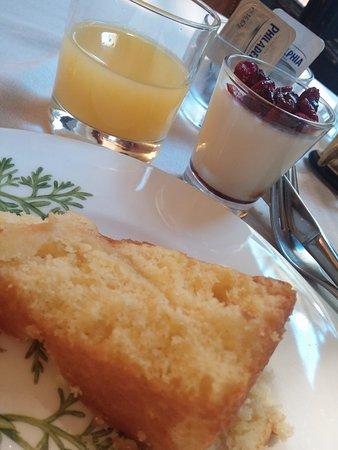 Hotel Flora: Café da manhã completo e muito gostoso.
