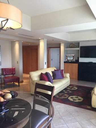 East Saint Louis, IL: luxury suites