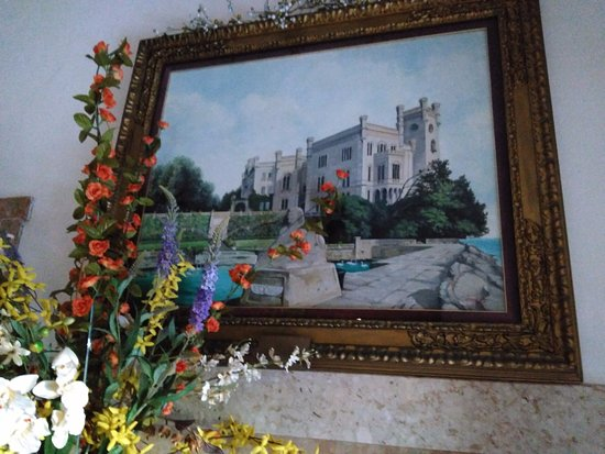 Hotel Miramare: Вот такая красота висит на стенах!