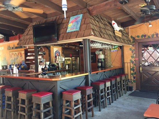 Oaklyn Manor Bar: The Outside Patio Bar