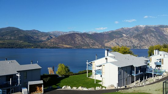 Wapato Point Resort: View of Lake Chelan from our condo,