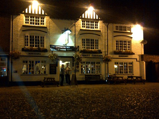 Sandbach, UK: At night time offers aq variety of entertainment including folk, discos and live bands every Sat