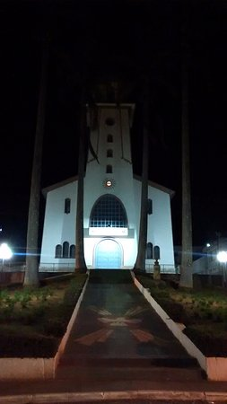 Igreja de Lamim iluminada