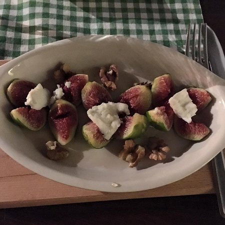 Seget Vranjica, Kroatia: Baked figs with goat cheese
