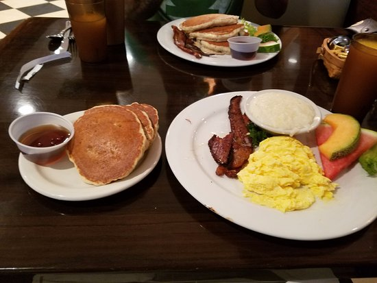 Manalapan, FL: Blueberry Pancakes breakfast!