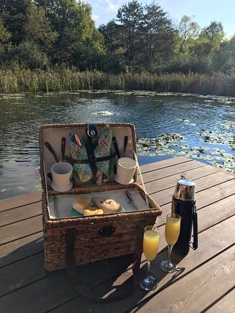 The Depot Lodge: Our picnic bfast which was discreetly delivered each morning