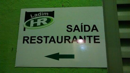 Lamim, MG: Passagem dos quartos para o restaurante