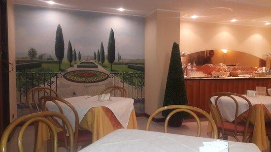 Foto de Hotel Fenice, Milán: comedor, impecable,con paredes de ...