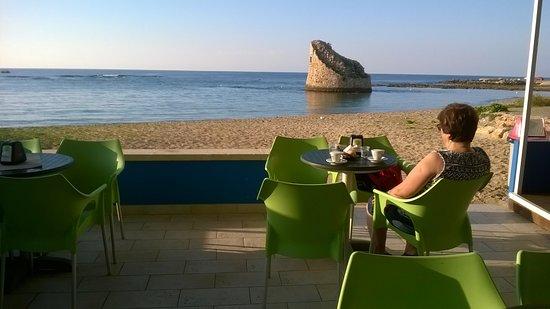 Colazione sulla spiaggia a torre pali foto di martinucci specchia specchia tripadvisor - Torre specchia spiaggia ...