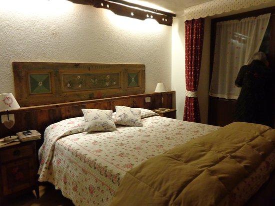 Camera da letto matrimoniale - Picture of Le Bibelot Apartments, Nus ...