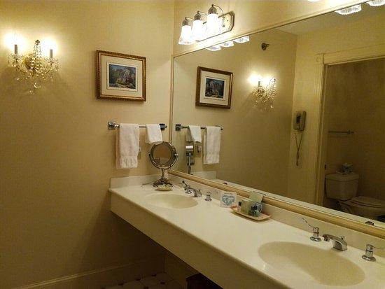 Bluenose Inn - A Bar Harbor Hotel: photo3.jpg