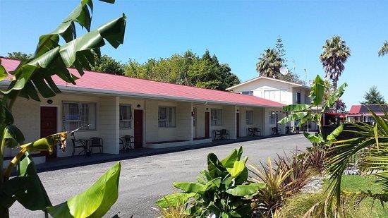 Eastland Motor Lodge: Family Units