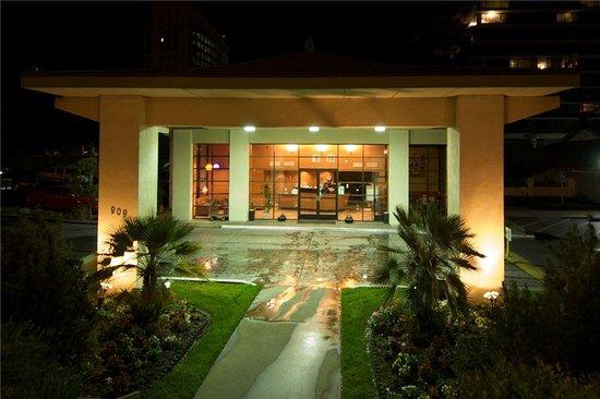 Vagabond inn executive sacramento old town 134 1 5 2 for Hotel entrance decor