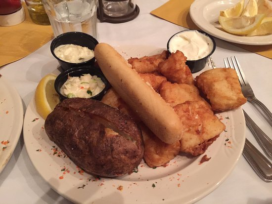Rhinelander, WI: Fried fish, bread, baked potato, cole slaw, YUMMY!!