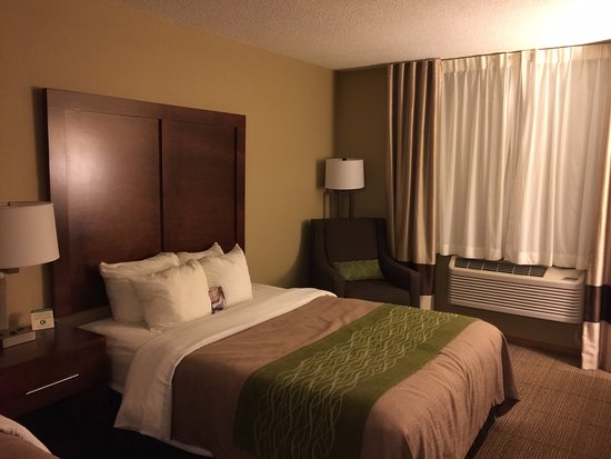 Rhinelander, WI: clean room, comfortable bed and pillows