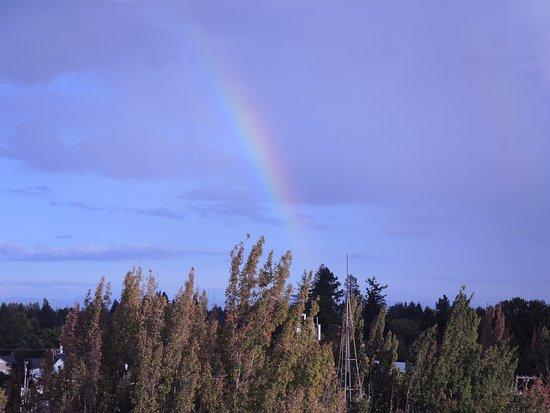 McMenamins Hotel Oregon Pub: Complete with rooftop rainbow!