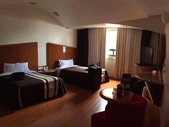 Hotel Aranjuez: Amplísima habitación, comoda y perfecta para dormir bien.