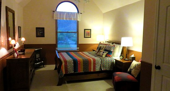 Rockville, UT: The Kolob Elk Room, our colorful suite. Perfect for stretching out on longer stays.